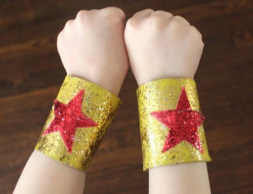 5dmagic glitter bracelets made from cardboard toilet paper rolls.17fef791b5c82af16260b330ec6641ca